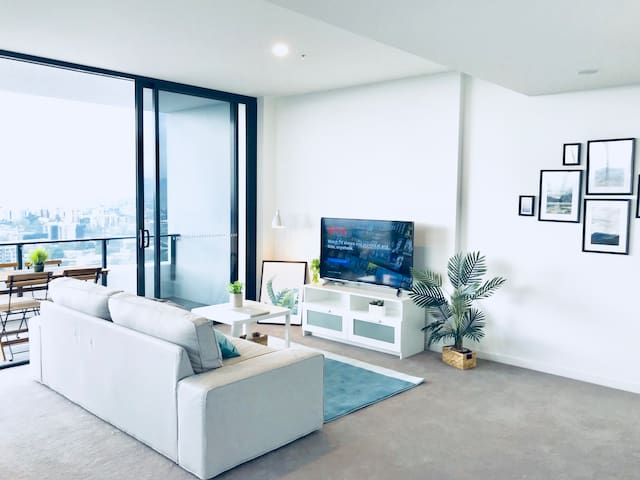 2 bedroom Unit with AMAZING VIEW @ South Bank WOW