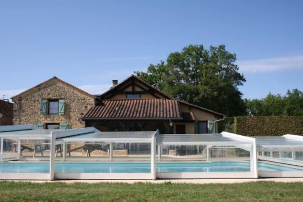la maison et sa belle piscine