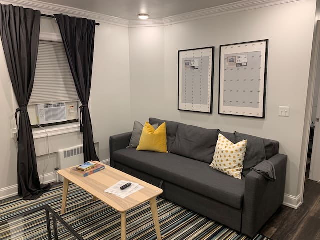Spotless 2bed Apt.-20 min to NYC/Parking Avail.