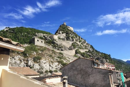 Cosy apartment in Entrevaux w/views - Entrevaux - Wohnung