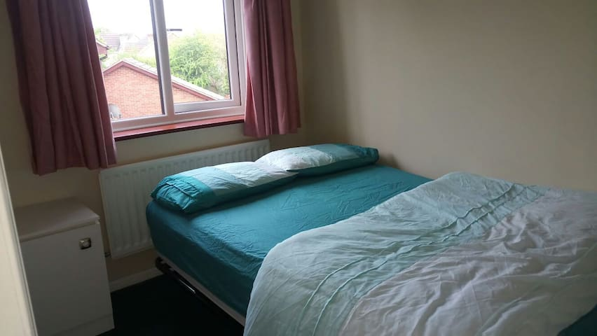 Furnished Double Room with a Private Bathroom. - Wiltshire - Casa