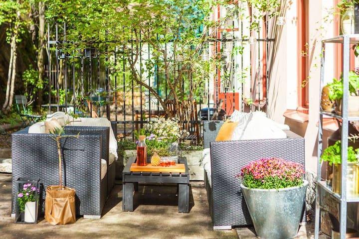 Cosy & sunny patio