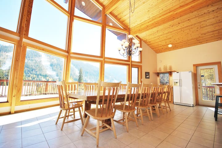 Auski Chalet: Spacious 5BD home, sleeps up to 20
