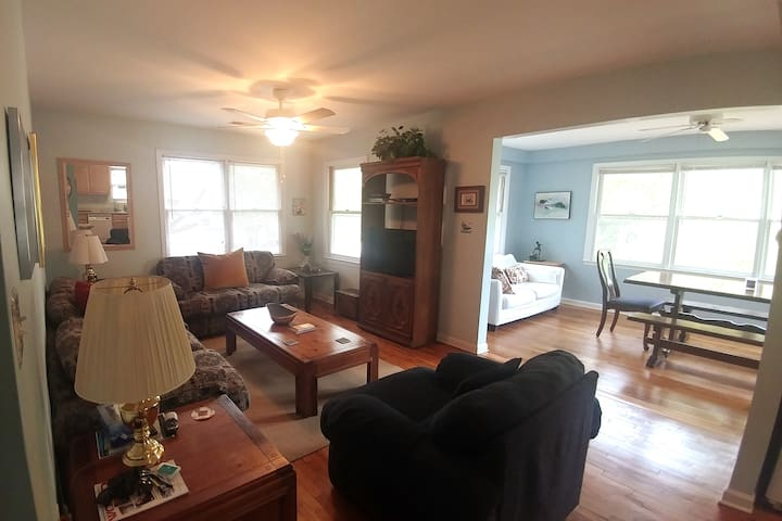 Comfortable, sunny, open living space