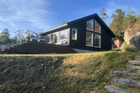 Moderne hytte med havutsikt til horisonten- wifi