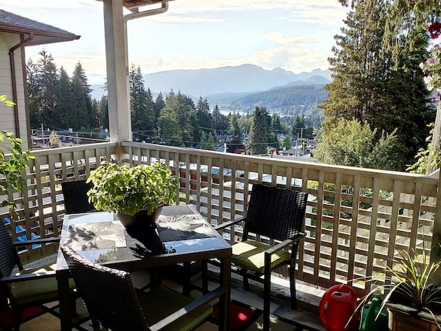 Stunning inlet/mountain view, cozy space to work!