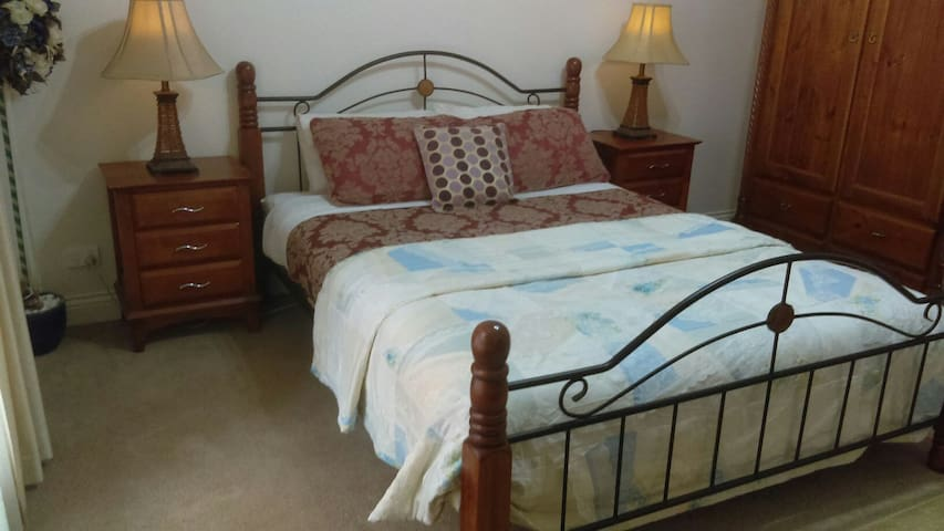 Deloraine comfort guesthouse 2