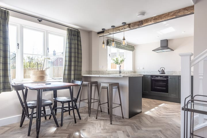 Rural chic in the heart of Wiltshire village