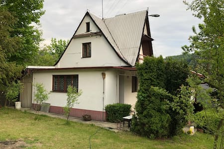 Domek w górach Beskid Makowiecki na polskiej wsi