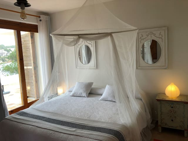 Bed and Breakfast.Suite Xarraca.250€/noche.