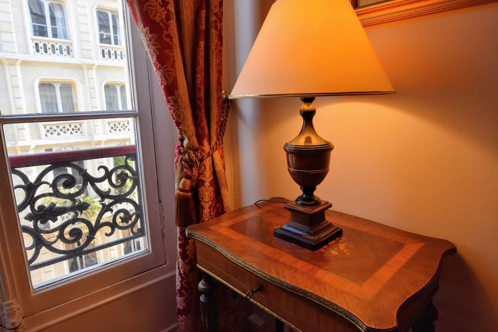 There are plenty of lamps throughout this Paris vacation rental so almost every seating area can become a reading nook.
