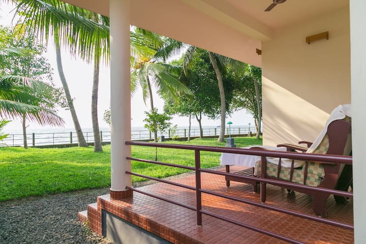 4 Lakeside A/c Rooms for 8 Persons in Kerala - Kumarakom - Villa