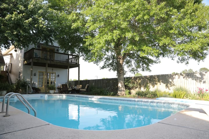 Private & Charming Pool House - Rayne