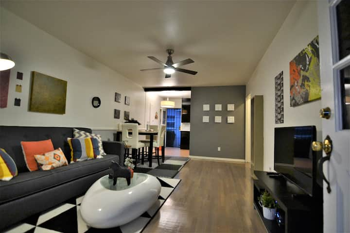 North Hollywood Updated Bungalow Style Apartment