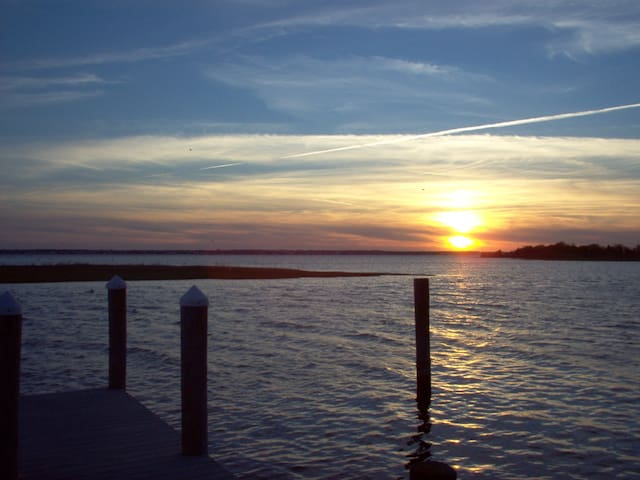 BayFront with Dock Quiet Vacation Great Sunsets