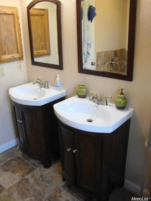 Master Bathroom/ Private Room-His and Hers Sinks!
