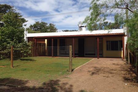 Casa totalmente nueva a 1/2 cuadra de la playa - La Floresta