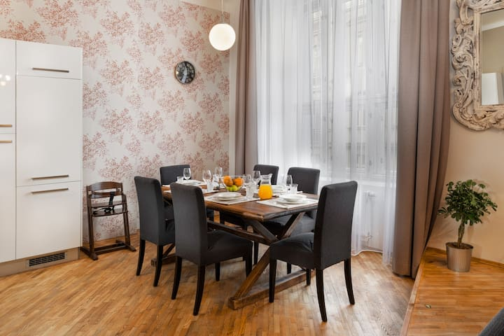Beautiful Chic Old Town Apartment Apartments For Rent In