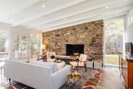 Modern Country Retreat on 25 Acres - Washington - Rumah