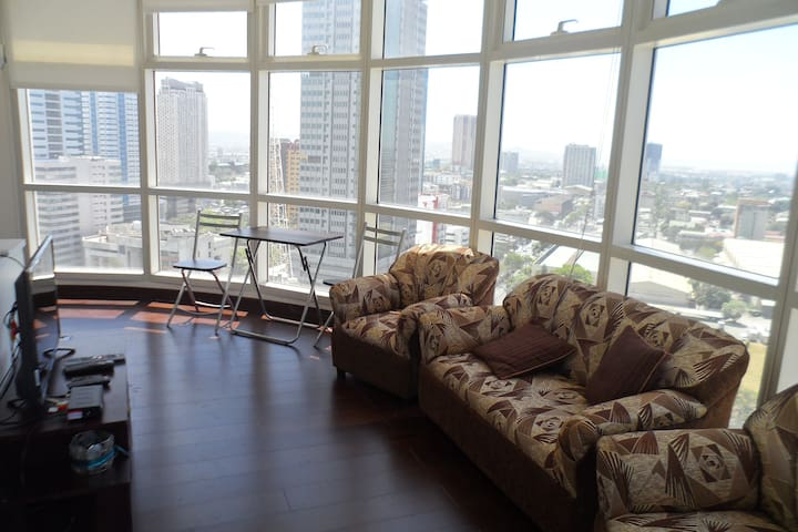 Condo unit with panoramic view - Mandaluyong