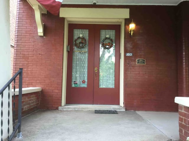 Extended stay 3 room apt fully equiped .