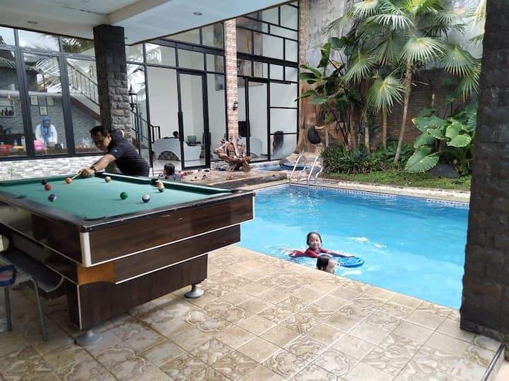 OTW Batu Villa 6 Bedroom with Pool & Billyard