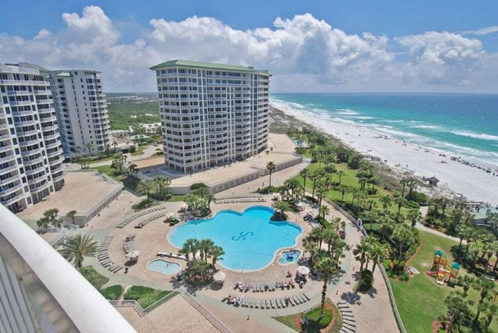 Huge Resort Pool