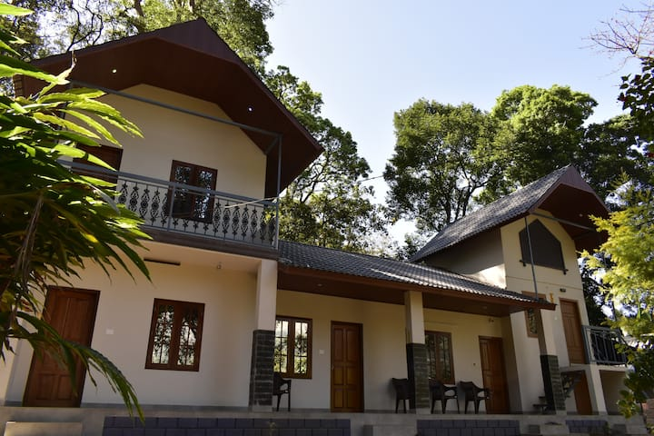 Munnar 3bhk planters bungalow