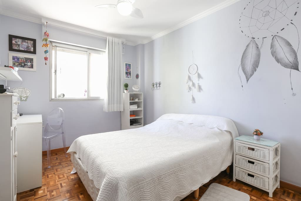 Large bedroom, queen sized bed, bed-side table.