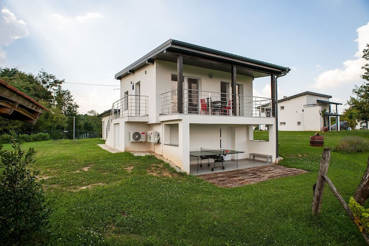 Elegant Holiday Home in Đurđevac with Swimming Pool