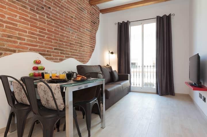 Un apartamento moderno con balcón