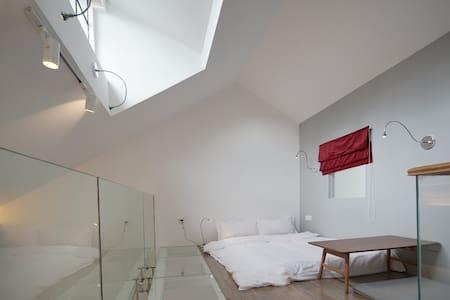 中山公园百年洋房,时尚loft,浪漫私享大露台 - Shanghai - Villa
