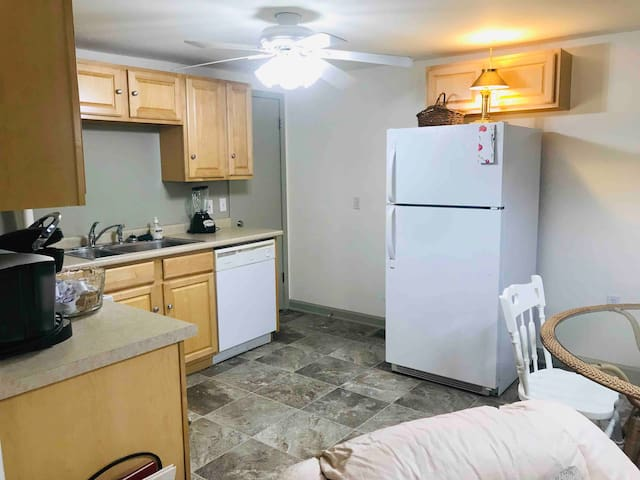 Historic Downtown Commerce Apartment, 1,500+ sq ft