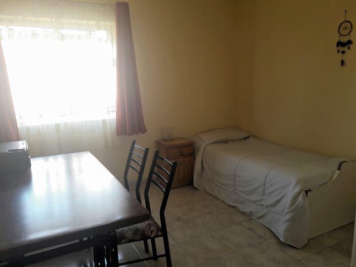 Excelente y cómoda habitación próxima al centro.
