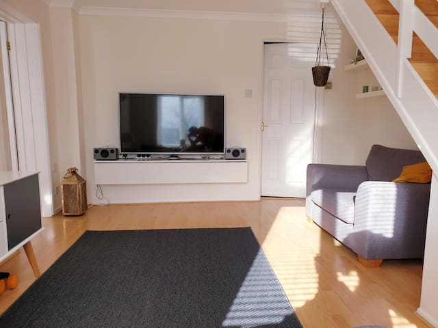 Cosy home 3 minute drive from Sidmouth beach!