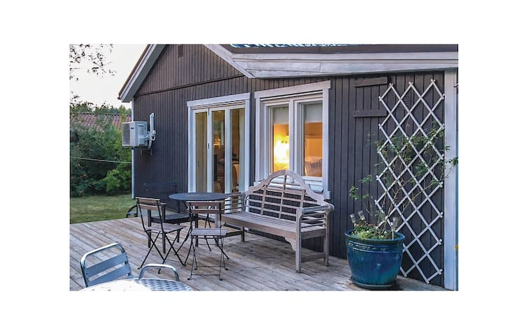 Holiday cottage with 2 bedrooms on 54m² in Beddingestrand