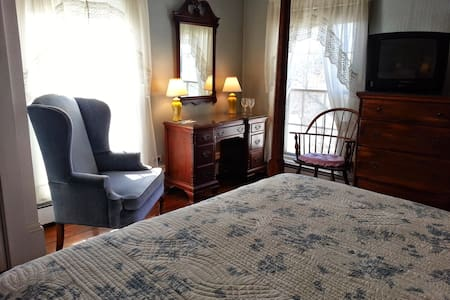 RW Knowles House - Queen Bed - Kennebunkport