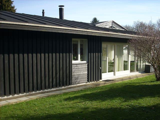 Værelse i skøn natur, ved Vejlefjord og hotel - Stouby