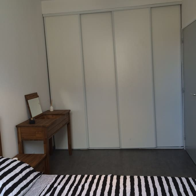 Rangements de la chambre - bedroom storage space