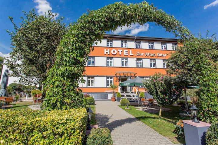 """Hotel """"Zur Alten Oder"""""""