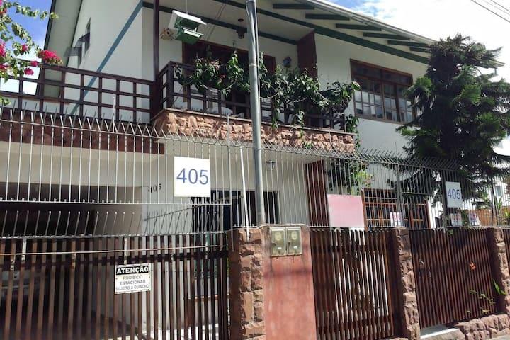 Casa com Três Quartos - Centro, Balneário Camboriú