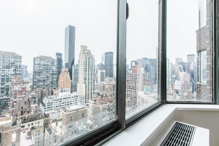 Fully Renovated One Bedroom- Sutton place