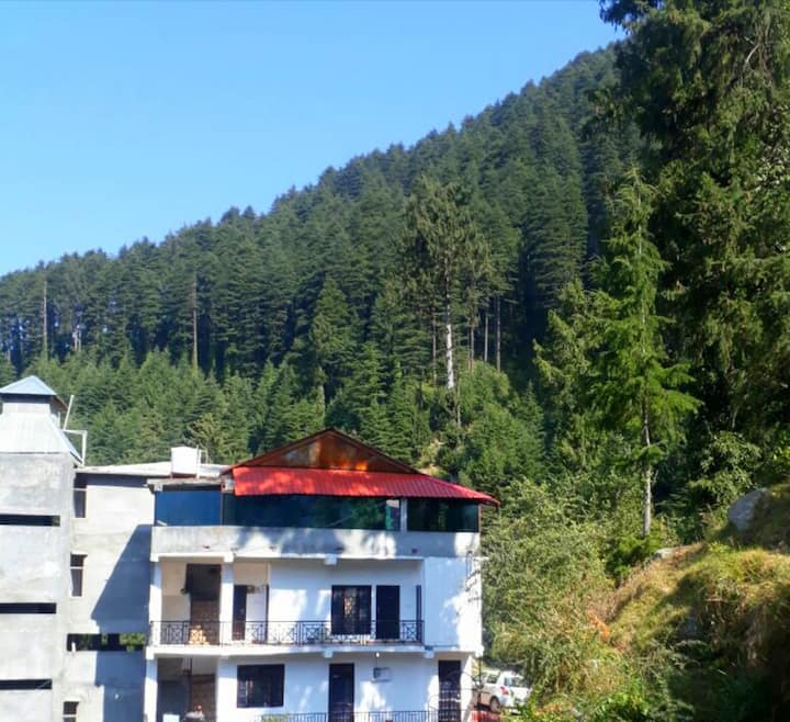 4 Bed Dorm with Shared Bath @gostops Dalhousie