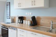 Cuisine équipée  Four, Lave vaisselle, Plaque induction, Micro-onde, Senseo etc