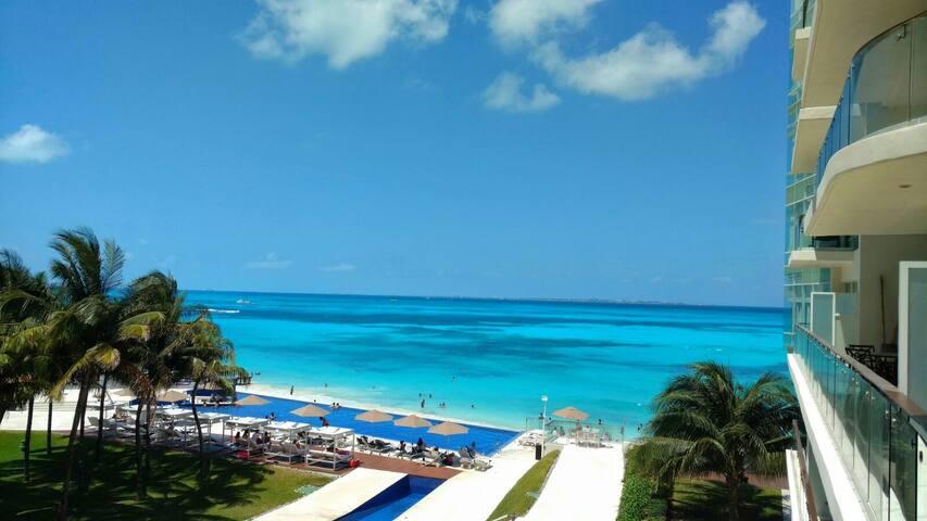 Incredible Beach Front Apartment Hotel Zone Cancun - Cancún - Selveierleilighet