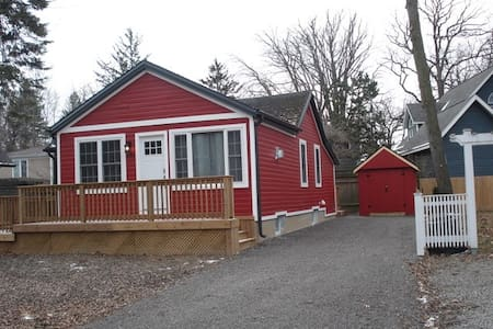 Quaint and Historic Mid-Century Cottage - Niagara-on-the-Lake - Cabaña