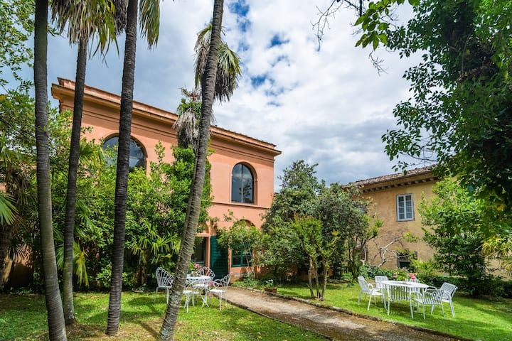 Pretty Farmhouse in Bacchereto with Swimming Pool