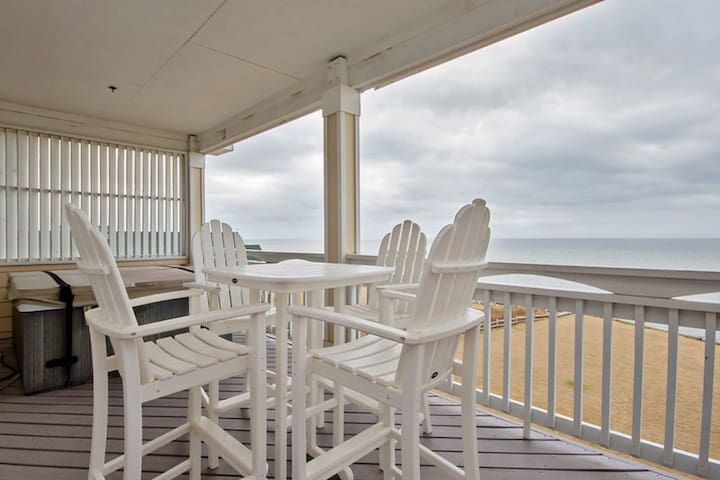 Top floor condo with private hot tub sound and sunset views (RSR3A Southern Tide)