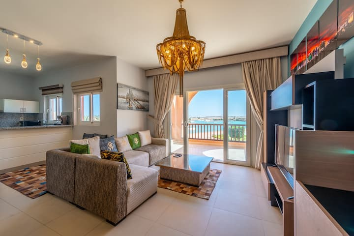 Classy 3 BR Apartment Lagoon & Pool View Waterside
