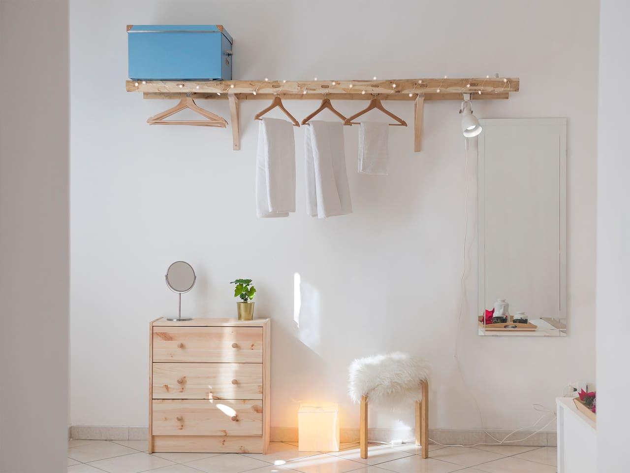 S.Eframo House creative wardrobe